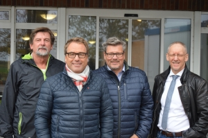 Stiftungsräte Uto Peschel, Carsten Bannert und Klaus Erichsen sowie Vorstand Knut Henningsen (2.v.re.).